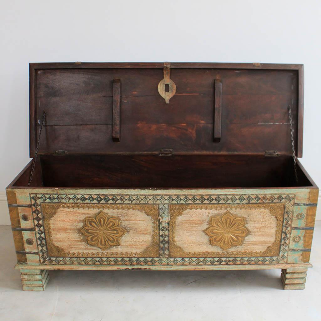 Washed green wooden blanket box kasakosa home decor for Furniture in hindi